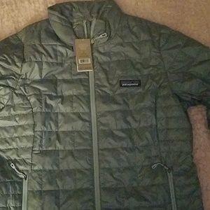 Womans nano puffer jacket size medium